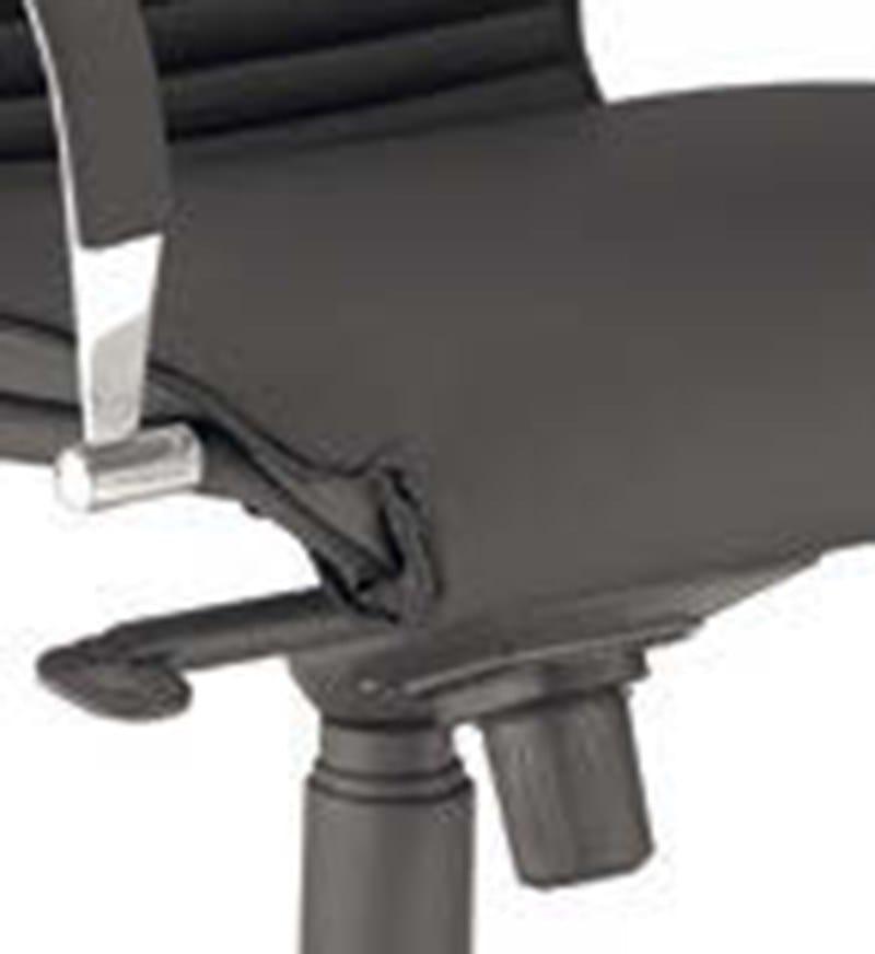 ARTU Poltrona ufficio direzionale con schienale medio - Particolare Ampio e comodo sedile a scocca unica con schienale ergonomico profilato
