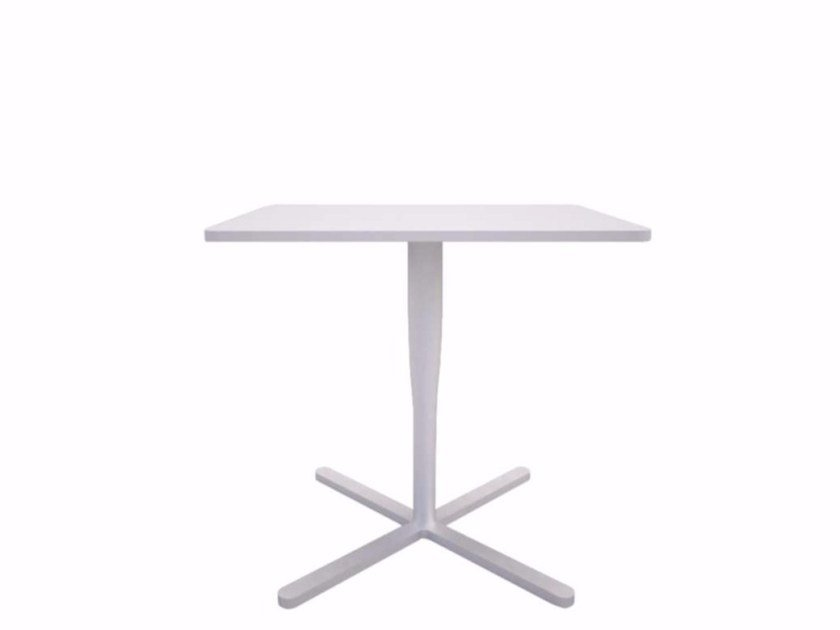 Tavolino quadrato con base a 4 razze ATLAS TABLE - C by Alias