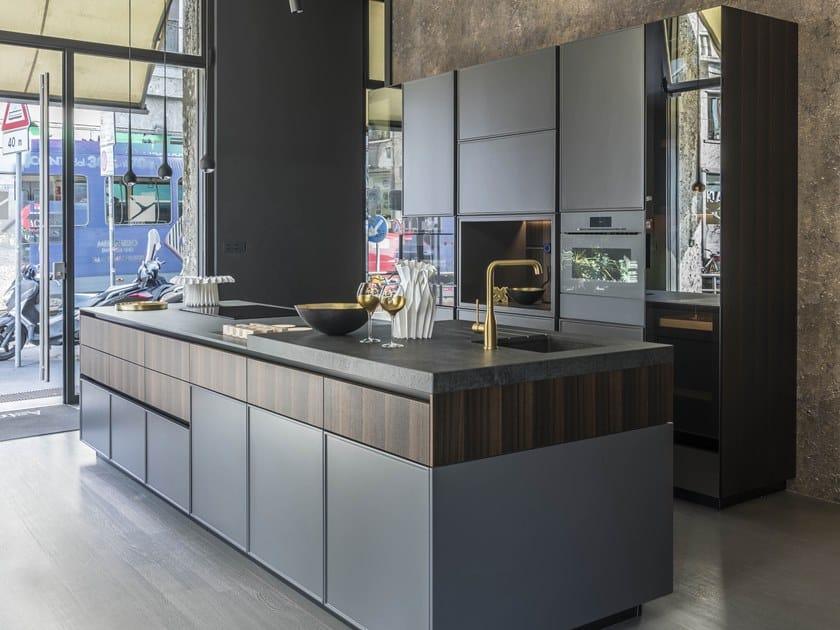 Cucina componibile laccata in legno con isola AVENUE MILANO ...