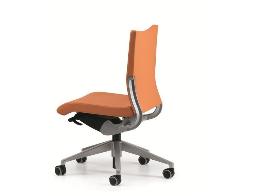 Leather task chair with 5-Spoke base with casters AVIA 4000 by TALIN