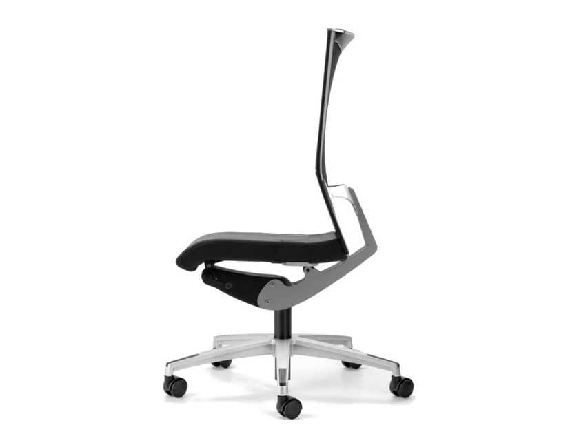 Mesh task chair with 5-Spoke base with casters AVIANET 3610 by TALIN