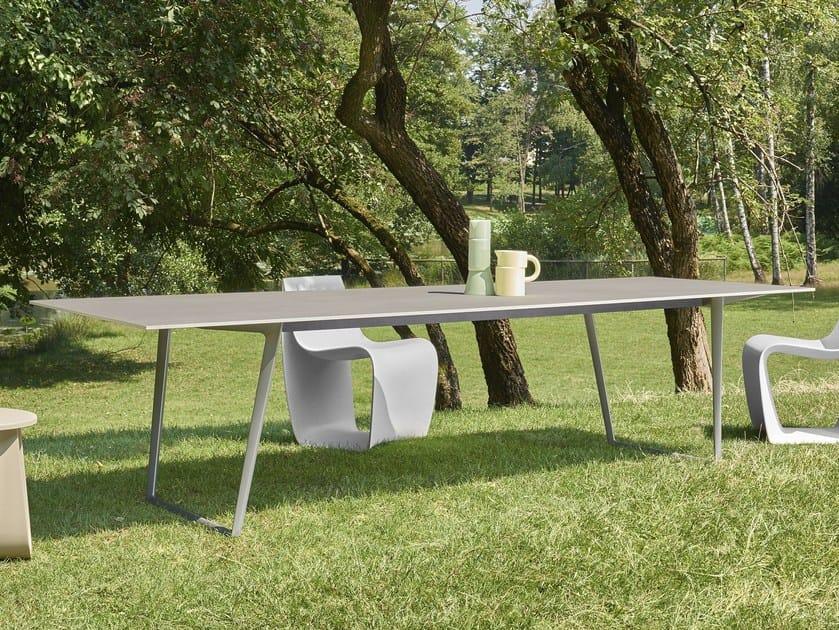 Axy tavolo da giardino by mdf italia design claudio bellini - Tavolo in pietra giardino ...