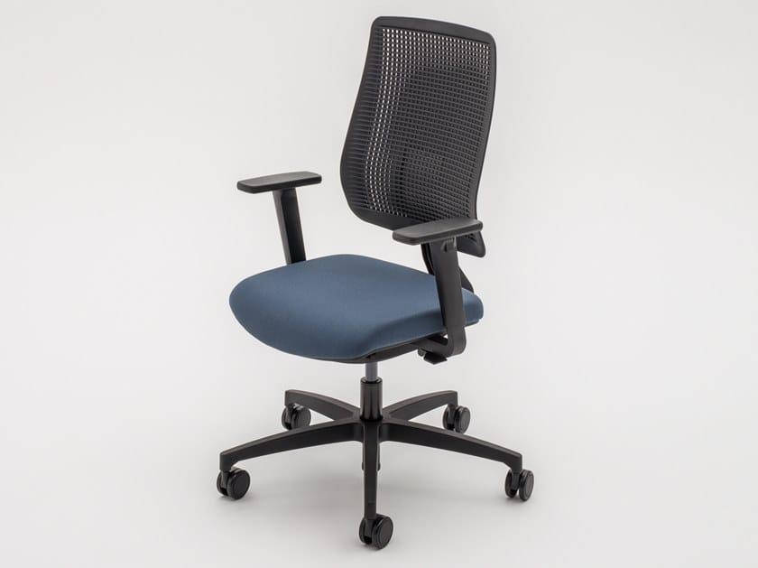 Sedia ufficio operativa ergonomica in tessuto a razze con ruote