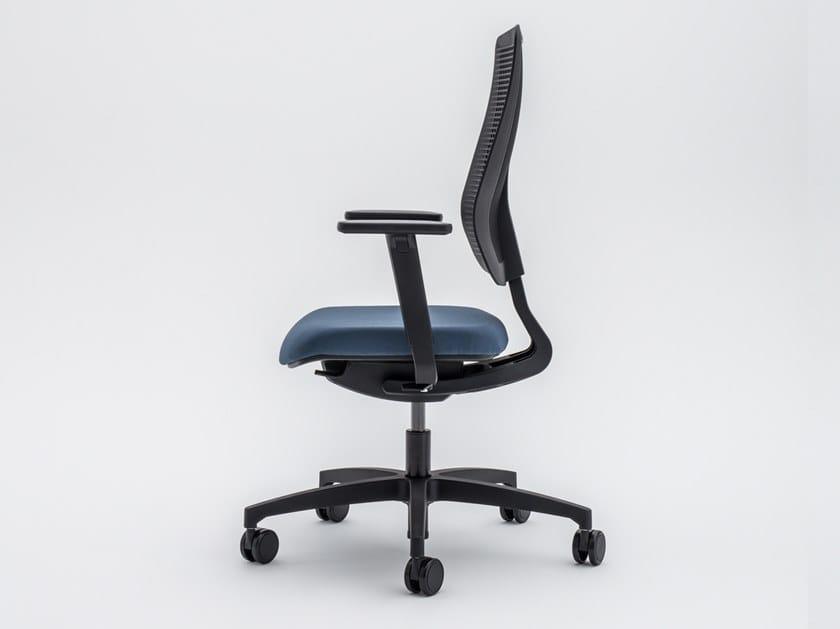 Sedia ufficio operativa ergonomica in tessuto a 5 razze con ruote