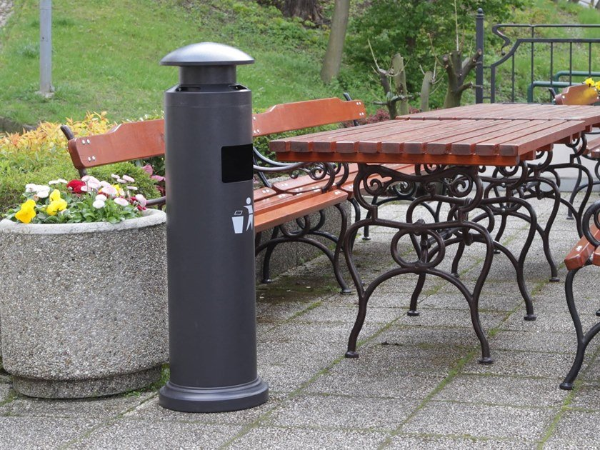 Outdoor steel litter bin with lid with ashtray Ashtray and waste bin for outdoor by STUDIO T