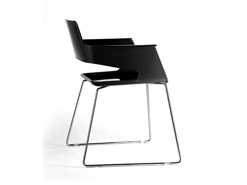 Sled base plastic chair with armrests B32 SL | Sled base chair by arrmet