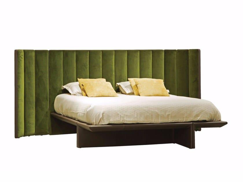 Doppelbett Bett aus Stoff mit hohem Kopfteil BACKSTAGE By ROCHE ...