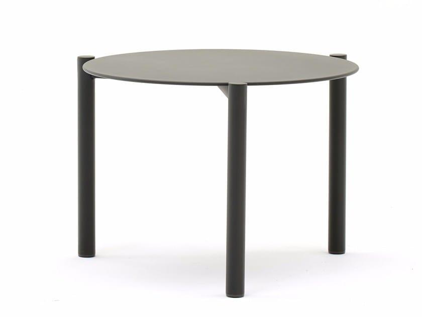 Round aluminium garden side table BAHIA | Coffee table by Varaschin