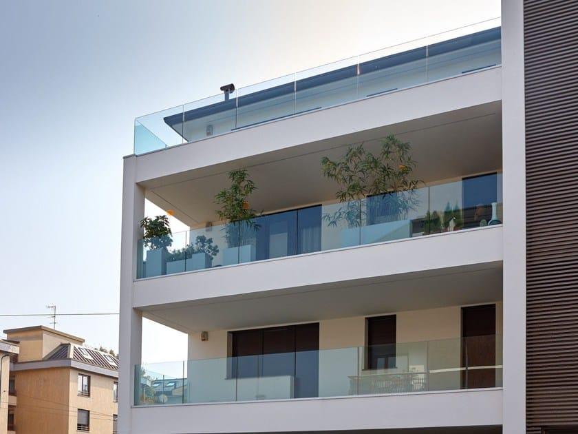 Parapetto in vetro per finestre e balconi garda ap filo pavimento aluvetro - Altezza parapetti finestre normativa ...