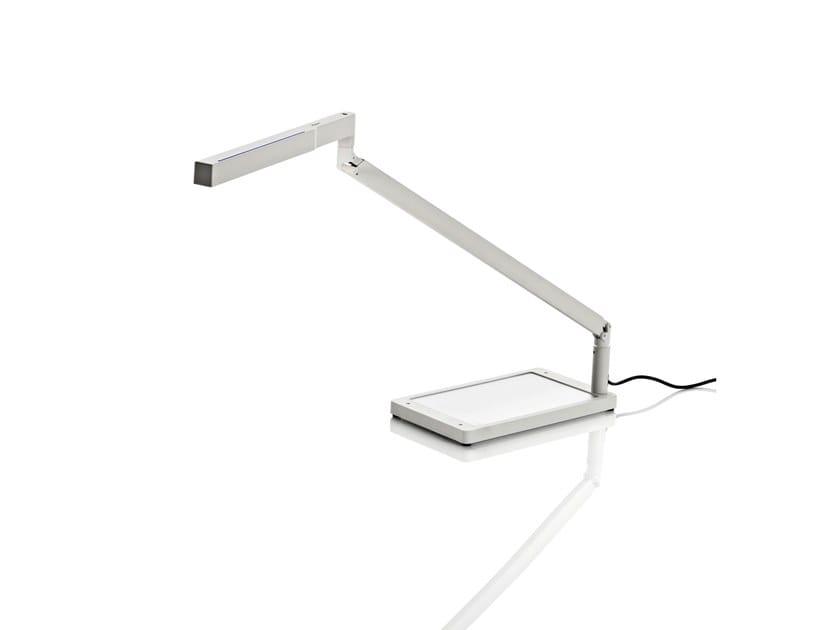 Candeeiro de mesa LED ajustável de alumínio BAP LED | Candeeiro de mesa by LUCEPLAN