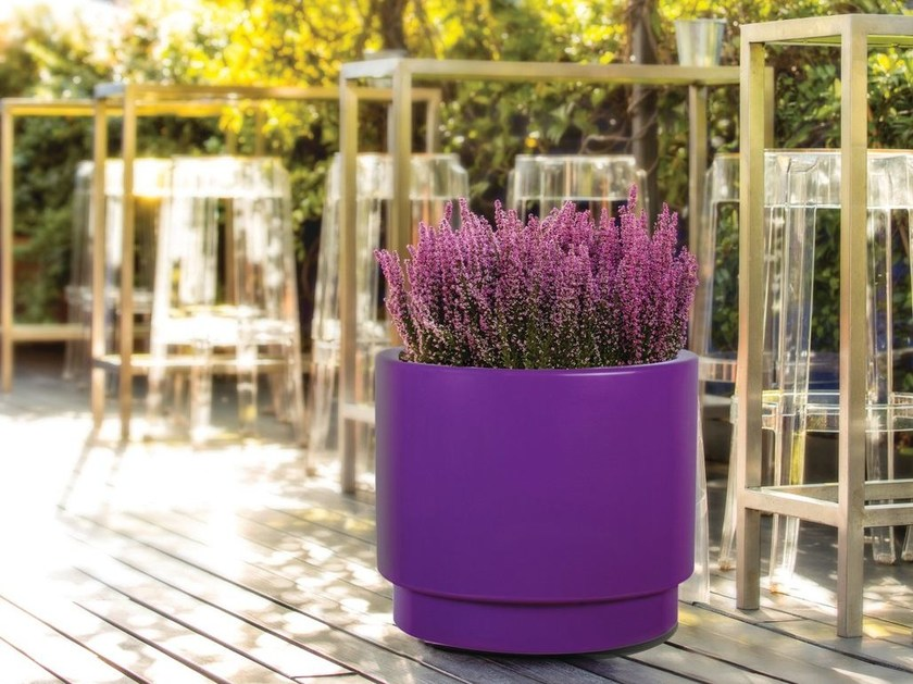 Round polyethylene plant pot with automatic watering BASIC PLUS by Hobby Flower
