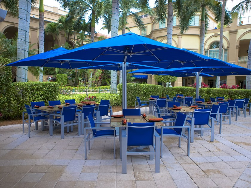 Offset contract umbrella BAY MASTER SHADE POD by TUUCI