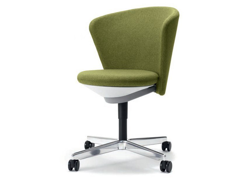 Upholstered chair with 4-spoke base with castors BAY | Chair with castors by BENE