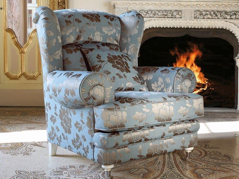 Poltrona bergere in tessuto con braccioli BERGERE by Arnaboldi Interiors