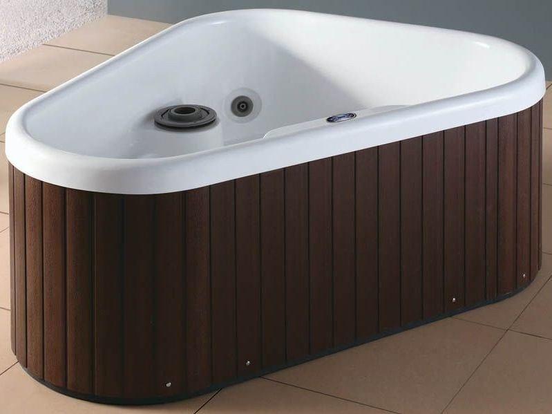 Whirlpool triangular bathtub BL-530 | Whirlpool bathtub by Beauty Luxury