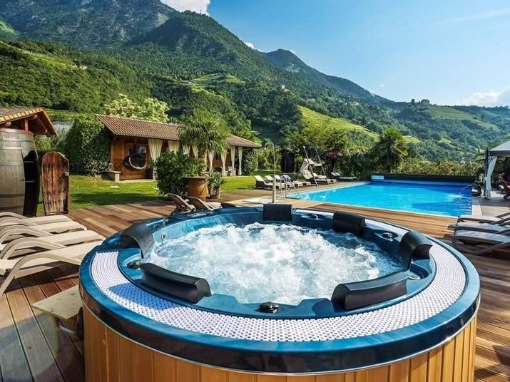 Round hot tub for chromotherapy 6-seats BL-831 | Hot tub 6-seats by Beauty Luxury