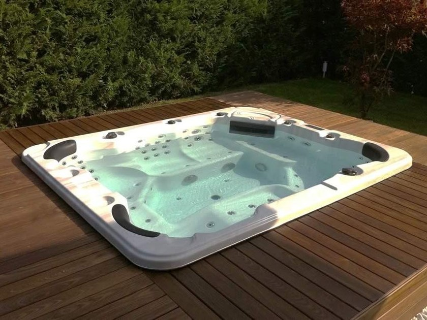 Hydromassage hot tub for chromotherapy 7-seats BL-832 | Hot tub 7-seats by Beauty Luxury