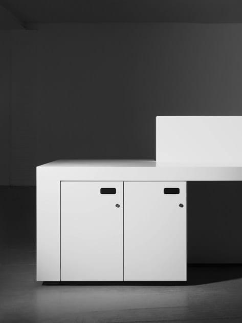 Blok banque d 39 accueil by isomi design paul crofts for Surface de bureau
