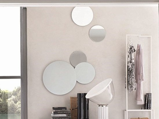 Round wall-mounted mirror BOLLE by Gruppo Tomasella