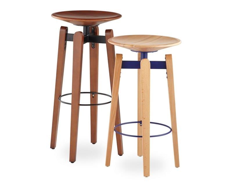 Sgabello In Legno Design : Sgabello in legno con poggiapiedi bow bar by b t design