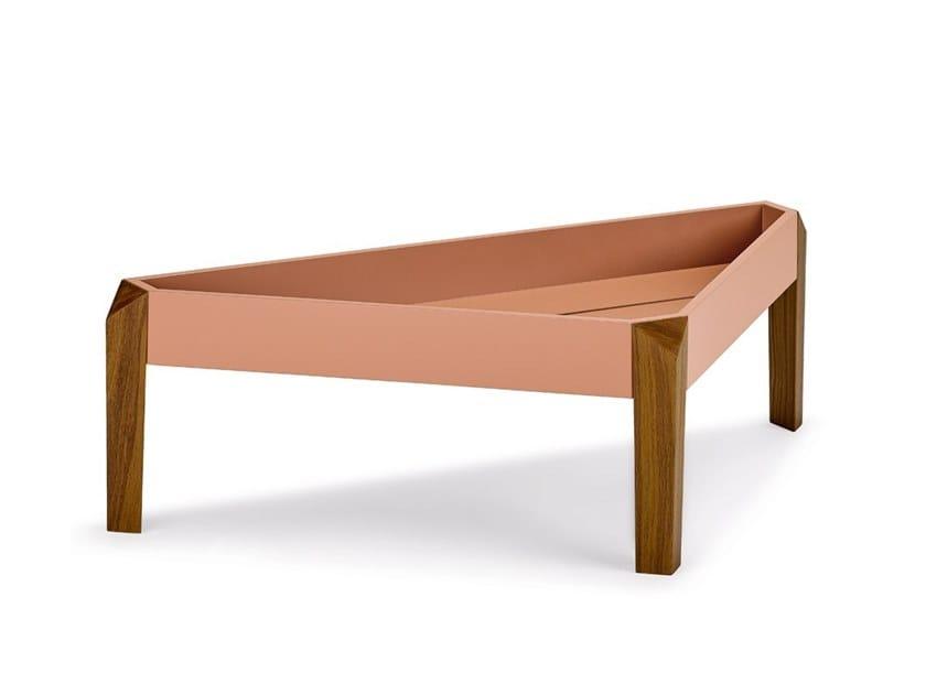 Triangular garden side table BRIXX | Coffee table by DEDON