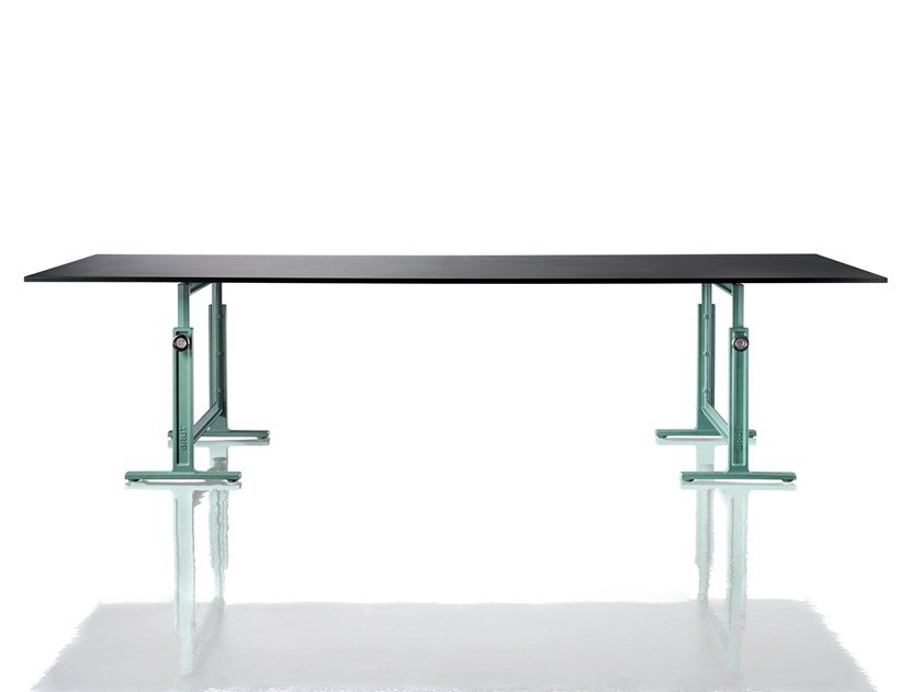BRUT | Height-adjustable table