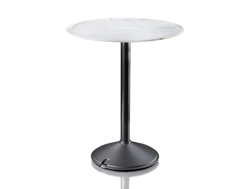 Magis BRUT | Round Table. Round Cast Iron Table