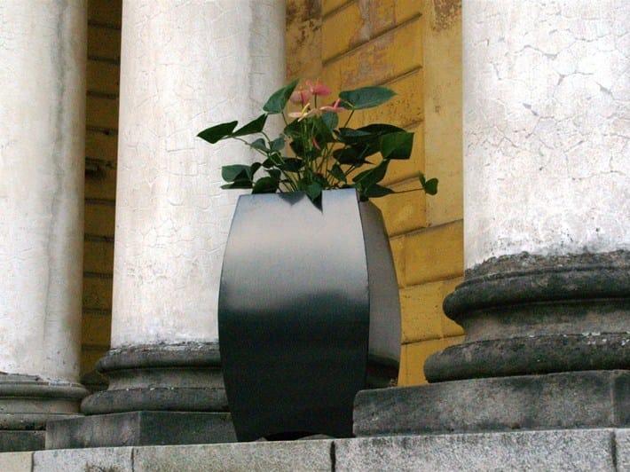 Galvanized plate plant pot BUBLE' by Martin Design