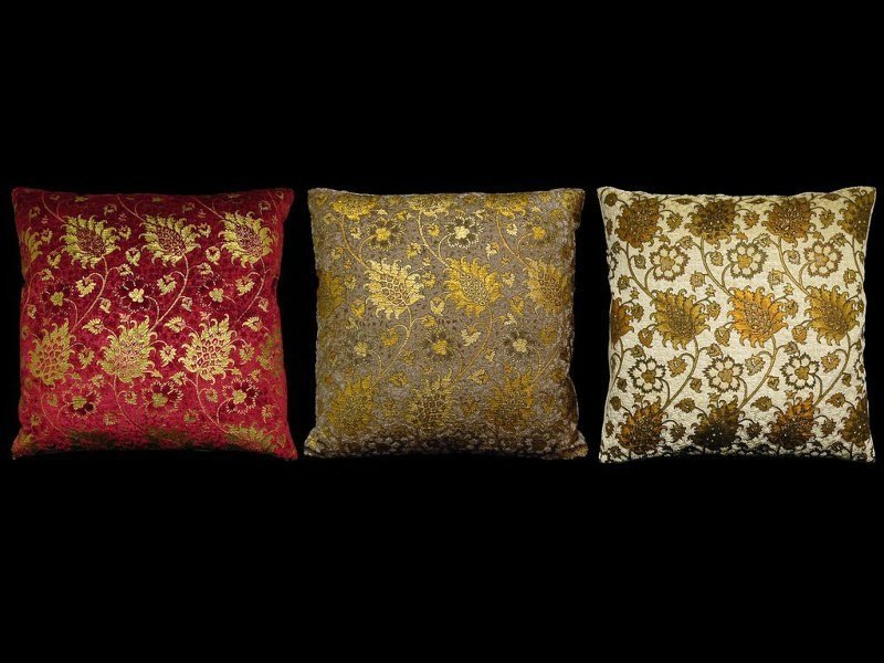 Square velvet cushion BUCINTORO | Square cushion by Venetia Studium