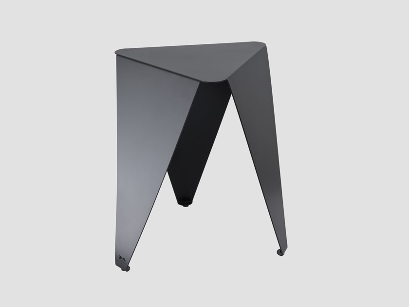 Triangular steel coffee table BUDDY by Gie El Home