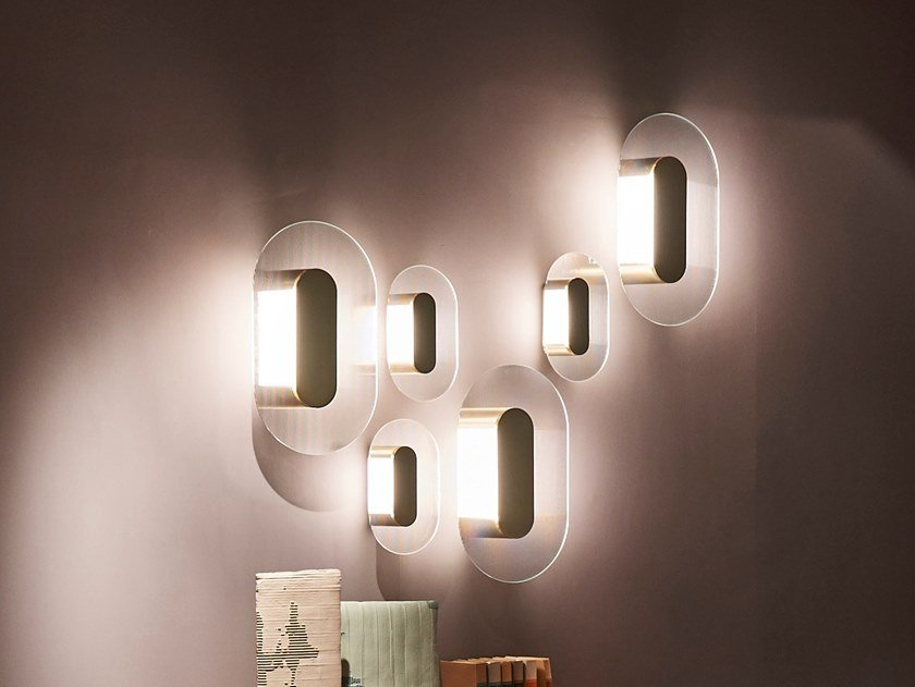 Applique a LED a luce indiretta in vetro BUTTON by BAXTER