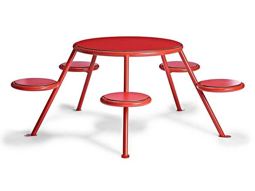 Tavolo per spazi pubblici in HPL con sedie integrate BUZZ by VESTRE