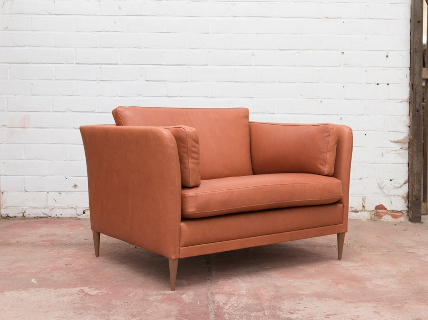 Leather armchair with armrests BUZZINORDIC ST200 | Armchair by BuzziSpace