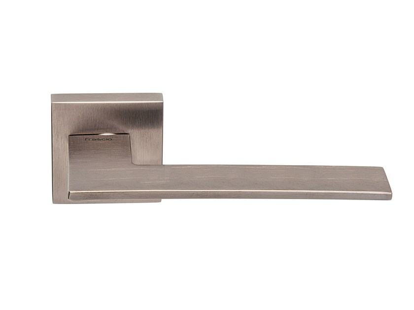 Door handle with brushed finishing on rose Brushed LONDON NIGHT by Frascio
