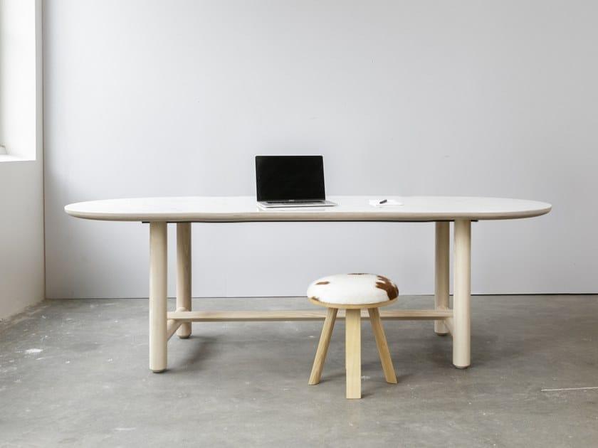 Mesa de reunión óvala BuzziTable by BuzziSpace