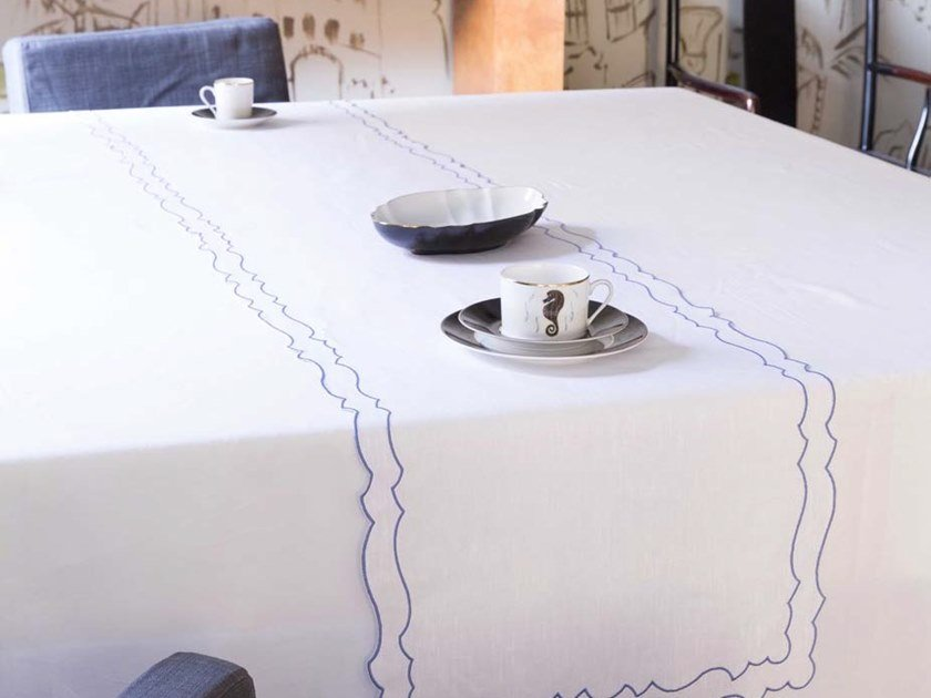 Linen Table runner CAKE | Table runner by La Gallina Matta