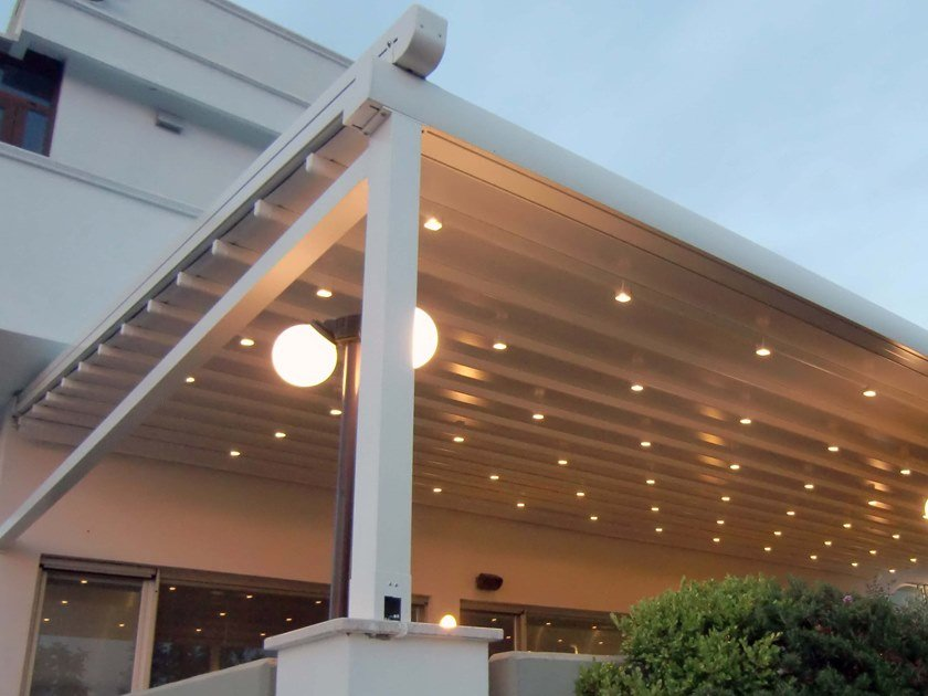 Freestanding aluminium and PVC pergola with sliding cover CALIFORNIA by Sprech