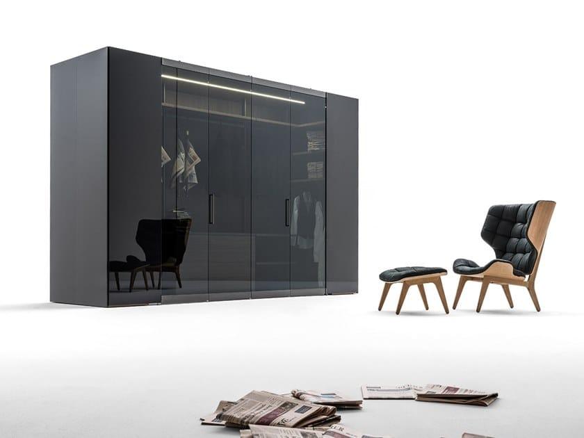 Wood and glass walk-in wardrobe CAMERINO | Wood and glass walk-in wardrobe by Caccaro