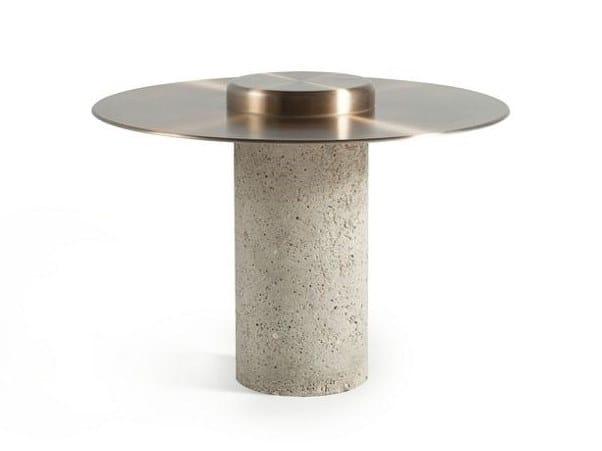 Tavolino rotondo in alluminio e cemento CANOTIER | Tavolino in alluminio by ROCHE BOBOIS