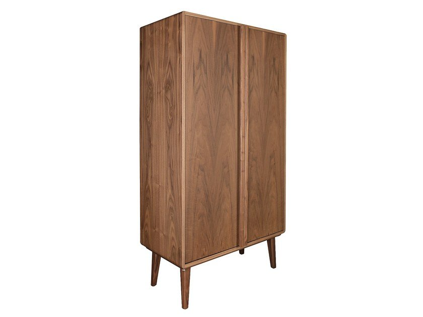 Wood veneer wardrobe with folding doors CARVOEIRO | Wardrobe by Branco sobre Branco