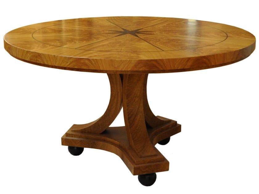 Tavolo rotondo in legno con base a 3 razze CEREJEIRA | Tavolo by Arnaboldi Interiors