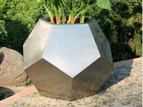 Custom galvanized plate planter CHAMPIONS by Martin Design
