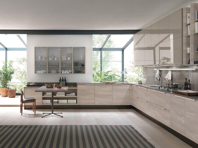CHANTAL | Kitchen with peninsula By Febal Casa design Alfredo Zengiaro