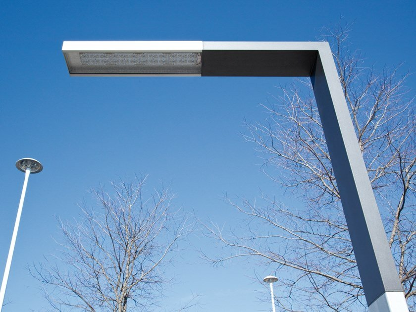 LED extruded aluminium street lamp CIGNO by ENGI