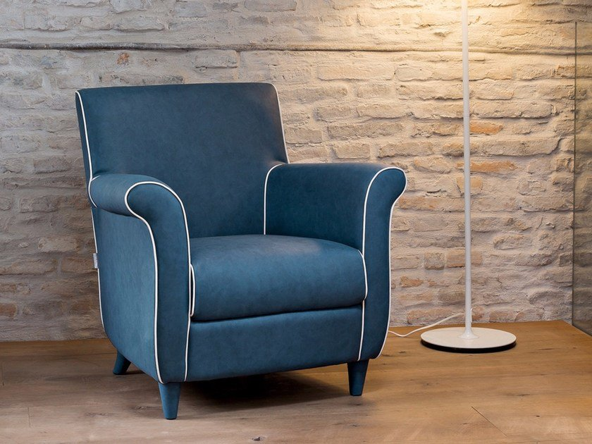 Leather armchair with armrests CLASSIC by Dall'Agnese