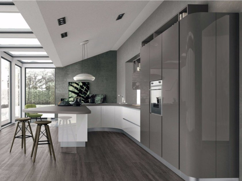 Lacquered fitted kitchen with peninsula CLOVER 01 by Cucine Lube