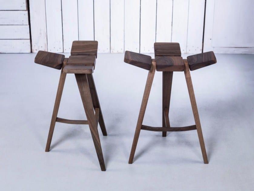 Sgabello basso da bar in legno clover sgabello basso hookl und stool
