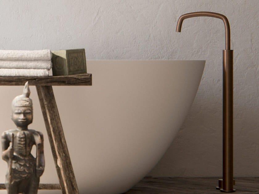 Floor standing bathtub tap COCOON PB 33 by COCOON