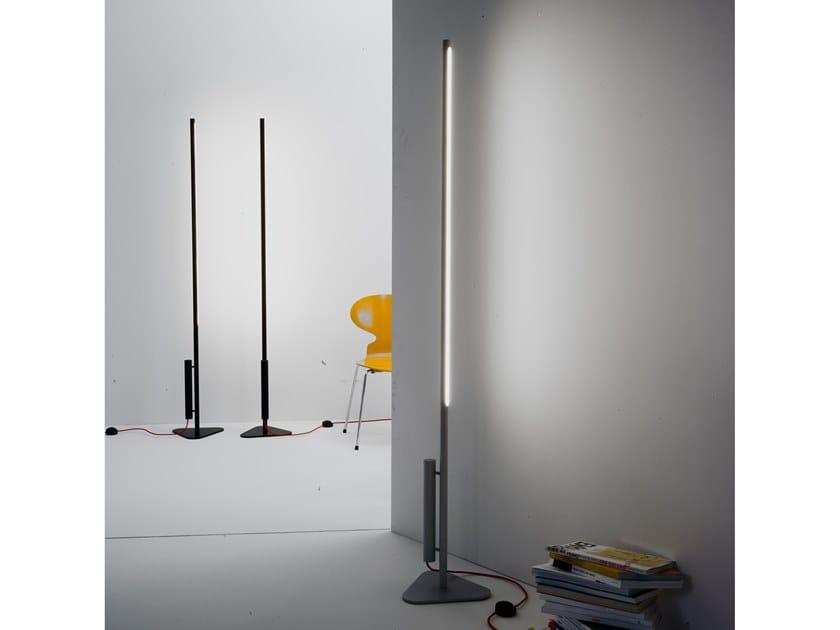 Lampadaire LED en aluminium anodisé COLIBRÌ | Lampadaire à lumière directe et indirecte by Martinelli Luce