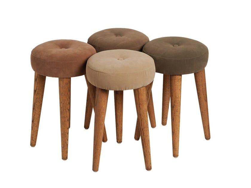 Fabric stool CONCHA by Branco sobre Branco